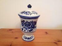 Royal Delft Blume Handrerk Small Lidded Vase