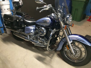 Yamaha VSTAR 650 with very low mileage - Excellent Condition