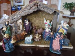vintage crèche de Noel avec 12 personnages en céramique