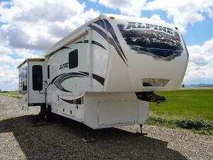 2013 Alpine  39' 5th Wheel Brand New Condition !! Price Reduced