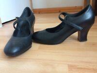 Ladies dance shoes size 6