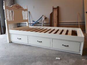lit simple pour enfant en bois