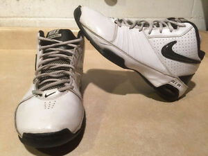 Men's Nike Air Visi Pro 2 Sport Shoes 9 London Ontario image 1