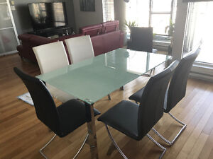 Table and 6 chairs - 400$ negotiable