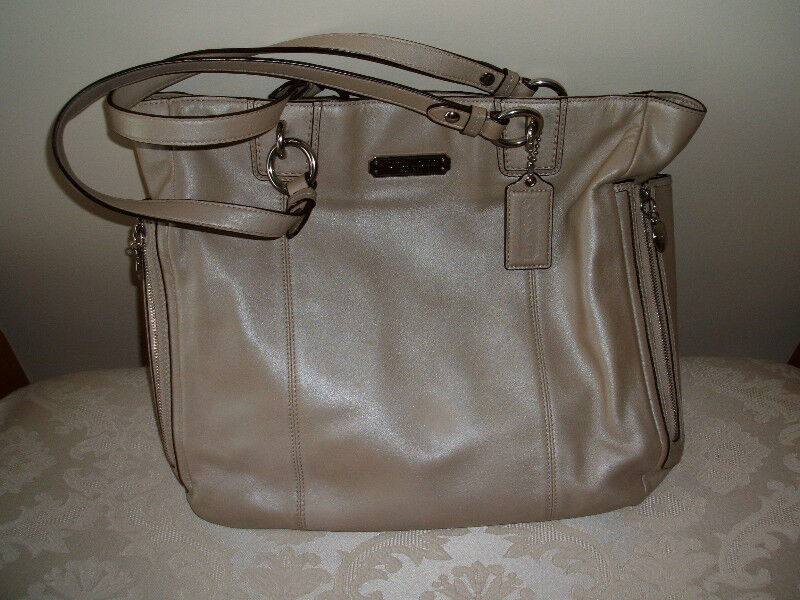 Genuine Coach Purse 1 Of 6 Not A Knockoff Or Fake Women S Bags Wallets Calgary Kijiji