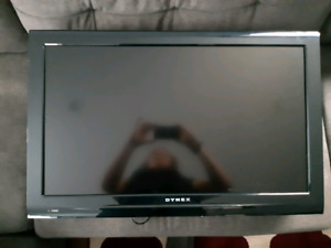 "32"" Dynex TV with Wall Mount"