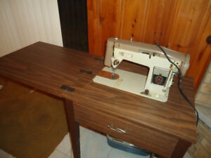 **SEWING MACHINE WITH TABLE**