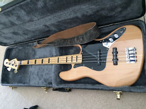 Squier Vintage Modified 70's Jazz Bass (Mint Condition w/ Extra)