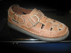 RUGGED OUTBACK SHOES SIZE 7 MENS OR 8 LADIES Kingston Kingston Area image 2