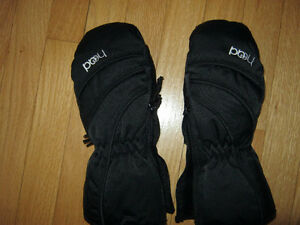 "Winter Gloves   ""Head"" brand size small. For child age 4 - 6 yrs"