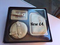 Travel accessories set £4