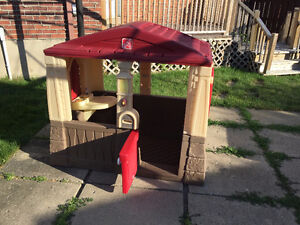 "Kids Playhouse / Maison pour enfants ""Neat and Tidy Cottage"""