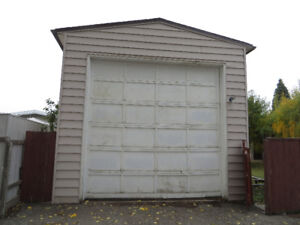 South Side Extra Large Detached Double Garage for Rent