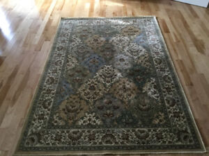 5x8 rug like new condition