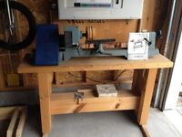 Delta 46-700C Wood Lathe with chisels