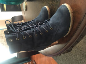 Timberland Shoes-size 7! Navy blue