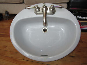 Bathroom sink and Tap / Faucet
