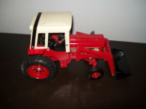 ERTC International 1586 tractor 1/16 scale diecast with loader