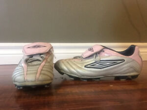 Women's soccer cleats size 6.5 (fits a girls size 4.5)