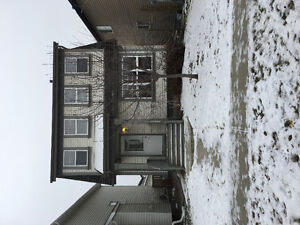 Pet Friendly house in Sherwood park for rent