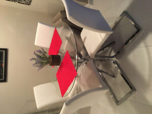 Like new - modern kitchen glass/chrome table and 4 white chairs!