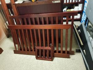 Cherry oak crib with no hardware