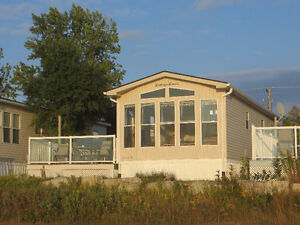 Premium Sauble Beach Waterfront Location in Town with WIFI