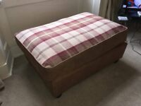 Tartan brown pouffe, foot stool, great condition, collection only.