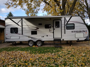 **IMMACULATE 2012 26.5ft  Kingsport 265BHS by Golfstream**