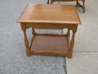 MAPLE SIDE TABLE SOLID WOOD -- CLEAN !