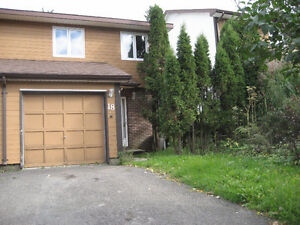 3 Bedroom/3 Bathroom/Garage/Laundry/Dishwasher/Fenced In Yard