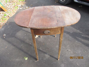 ANTIQUE DINETTE/KITCHENETTE SPACE-SAVER TABLE
