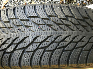 4 pneus Nokian hiver 235/45 R19 8000 Km