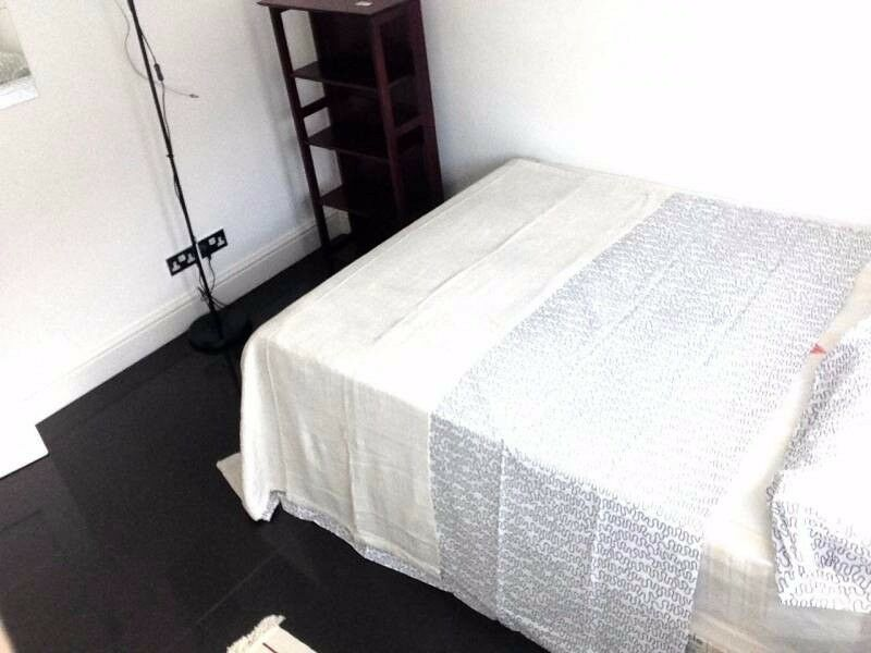 comfortable room in East London 07957091448