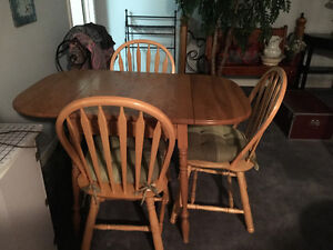 Solid Pine Kitchen Table with 3 chairs