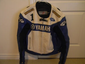 YAMAHA LEATHER JACKET LARGE SIZE 48