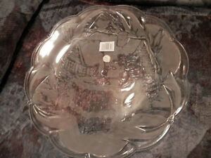 "Frosted Glass ""Santa"" serving platter and Christmas oven mitts Strathcona County Edmonton Area image 2"