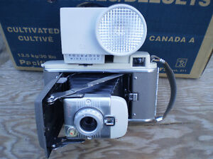 vintage POLAROID 80A LAND CAMERA vintage $100. Prince George British Columbia image 1