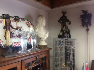 Antiques, jewelry and collectibles for sale