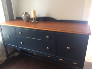 Reduced -Beautifully finished Sidetable