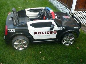 voiture de police a batterie
