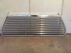 Louvered headache rack for truck