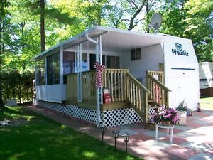 29FT 5TH WHEEL PROWLER WITH FLORIDA ROOM & DECK