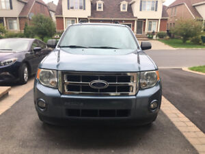 Ford Escape 2011 XLT V6 AWD - Excellent Condition