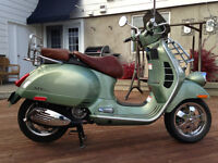 Beautiful Vespa 300 vp like new