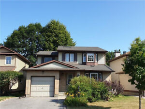 Beautiful 4 bedroom single detached house in Centrepointe