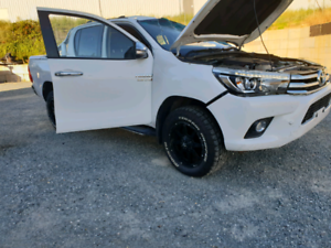 Wrecking hilux