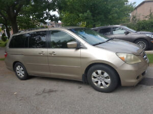 Honda Odyssey EX 2005 | Km: 177, 000 | SELLING AS IS