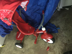 Tricycle  trike Radio flyer 4 in 1 comme neuf