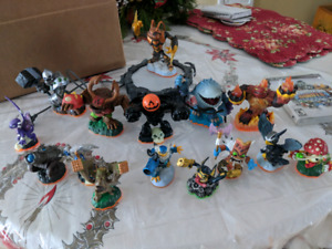 PS3 Skylanders Giant game and characters